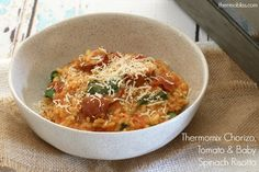 This Thermomix Chorizo, Tomato & Baby Spinach Risotto is the perfect weeknight meal. It's fast, fresh and packed full of flavour! Risotto Chorizo Thermomix, Chorizo Risotto, Spinach Risotto, Chicken Risotto, Spinach Stuffed Chicken, Filet Mignon Chorizo, Risotto Recipes, Savoury Recipes, Pasta Recipes