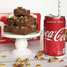 COCA COLA FUDGE, from Crayons & Cravings, is a sweet treat featured over the weekend at Weekend Potluck! Homemade fudge with a new and exciting twist! 🎅🏻🎄Link to recipe in comments. Creamy Chicken Bake, Cheesy Chicken, Cube Steak Recipes, Beef Recipes, Chicken Recipes, Sweet Corn Salsa, Sour Cream Cornbread, Sweet Corn Cakes, Ritz Cracker Chicken