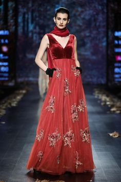 696 Best Fashion Ramp Walk Images In 2020 Fashion Indian Fashion Indian Outfits