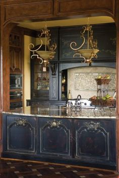 Habersham custom kitchen cabinetry- with gold detailing Kitchen And Bath, New Kitchen, Kitchen Dining, Kitchen Decor, Brass Kitchen, Island Kitchen, French Country Kitchens, French Kitchen, Boho Home