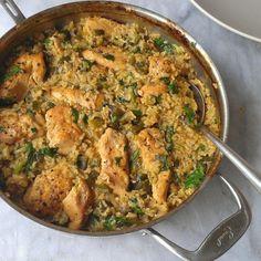 Pollo al sartén con arroz verde mexicano