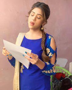 Most Beautiful Bollywood Actress, Bollywood Actress Hot Photos, Beautiful Girl Photo, Beautiful Girl Indian, Indian Celebrities, Bollywood Celebrities, Cute Girl Poses, Cute Girls, Hiba Nawab