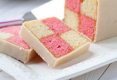 Battenbergový koláč je klasický koláč, ktorý je dobrý na podávanie k poludňajšiemu čaju.  RECEPT: http://ikuchar.sk/recept/battenbergovy-kolac/