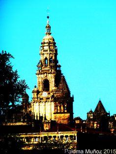 Torre del campanario de la catedral de Santiago de Compostela.   Bell tower of the Cathedral of Santiago de Compostela.