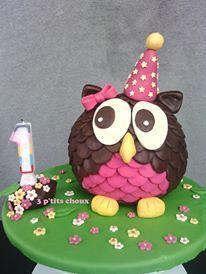 Avec ce gros faible qu'on a pour les chouettes et hiboux en tout genre, Marie-Anne ne pouvait que nous faire craquer avec ce gâteau chou comme hibou. Merci Marie-Anne! Admirez sontravail et découvrez les étapes de la réalisation de son gâteau: «Pour réaliser ce hibou, pas mal d'impro, et au final ça a plutôt bien fonctionné J'ai réalisé 2 gâteau demi-sphère (en utilisant le set 3D ballon Wilton): un cake au chocolat blanc, et un sponge cake au chocolat. Pour...Lire la suite