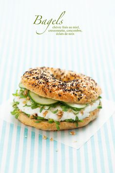 Bagel chèvre, miel et concombre - - Veggie Recipes, Vegetarian Recipes, Snack Recipes, Cooking Recipes, Healthy Recipes, I Love Food, Good Food, Yummy Food, Food Porn