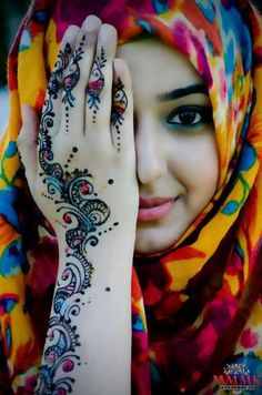 Color!!!!! Hijab+Mehndi+beautiful love this picture they are a beautiful culture