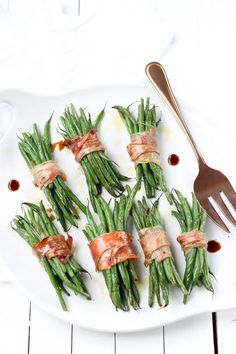 Crispy Prosciutto Wrapped Balsamic Green Beans With Haricot Verts, Prosciutto, Olive Oil, Balsamic Vinegar Paleo Side Dishes, Side Dishes Easy, Vegetable Side Dishes, Vegetable Recipes, Paleo Recipes Easy, Side Dish Recipes, Cooking Recipes, Paleo Meals, Yummy Recipes