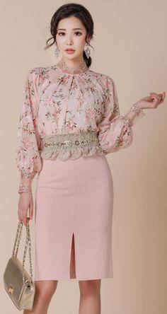 StyleOnme_Front Slit Pencil Skirt #pink #elegant #feminine #pencilskirt #koreanfashion #kstyle #kfashion #springtrend