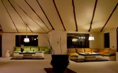 """El primer """"Hotel de Sal"""" en Salar de Uyuni Bolivia, el desierto de sal más grande del mundo. http://www.arquitexs.com/2014/01/hotel-de-sal-uyuni-bolivia.html"""