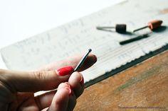 Reciclar un cabecero con grabado en madera