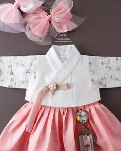 Korean Traditional Dress, Traditional Fashion, Traditional Dresses, Lolita Dress, I Dress, Baby Dress, Korea Fashion, Kids Fashion, Korean Hanbok