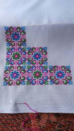 Cross Stitch Bookmarks, Mini Cross Stitch, Cross Stitch Cards, Cross Stitch Borders, Cross Stitch Designs, Cross Stitching, Cross Stitch Embroidery, Cross Stitch Patterns, Hand Embroidery Patterns Flowers