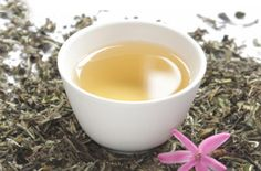 O chá branco possui vários benefícios ao organismo do ser humano, e muitas pessoas ainda têm dúvidas sobre isso, inclusive desconhecem que é uma rica fonte