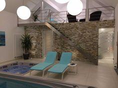 Privátní wellness s posilovnou Outdoor Furniture, Outdoor Decor, Sun Lounger, Wellness, Home Decor, Garden Furniture Outlet, Chaise Longue, Interior Design, Home Interiors