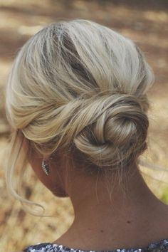 Low Blonde Bun - Hairstyles and Beauty Tips. Such a pretty style. Wedding Hair And Makeup, Hair Makeup, Hair Wedding, Hairstyle Wedding, Wedding Dresses, Makeup Hairstyle, Casual Wedding Hairstyles, Wedding Rings, Prom Makeup