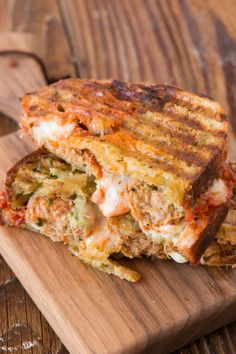 Pesto Meatball Panini-Once you try meatballs in your panini, you can forget about all other lunch meats. Pesto Meatball Panini-Once you try meatballs in your panini, you can forget about all other lunch meats. Grill Panini, Panini Sandwiches, Grilled Sandwich, Sandwiches For Lunch, Panini Press, Vegetarian Sandwiches, Panini Maker, Sandwich Ideas, Sandwich Recipes