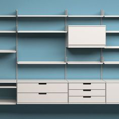 606 Universal Shelving System from Vitsoe. Oh if only...
