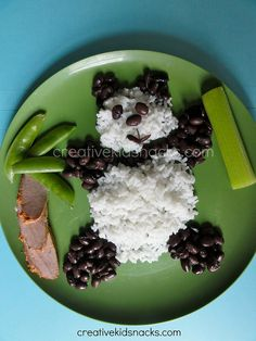 """Sometimes a fun presentation is in order at dinner time. We all want to serve our kids a healthy and balanced dinner, so why not use the """"trick"""" of an adorable and creative presentatio…"""