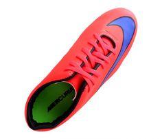 Chuteira Futsal Nike Mercurial Victory 5 Vermelha - Cabedal confeccionado em material sintético. Conta com fechamento em cadarços e etiqueta interna. Traz o logotipo da marca nas laterais e no solado. Oferece forro em material sintético com ref...