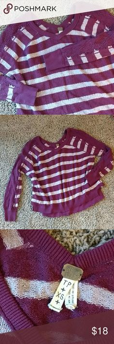 Free People open knit sleeve top Super comfy and adorable, says XS - would best fit a small but up to a medium as it is oversized. Free People Sweaters Crew & Scoop Necks