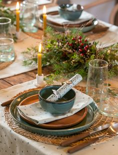 Discover recipes, home ideas, style inspiration and other ideas to try. Home Decor Kitchen, Kitchen Interior, Dinning Set, Dining, Table Set Up, Time To Celebrate, Decoration Table, Christmas And New Year, Seasonal Decor