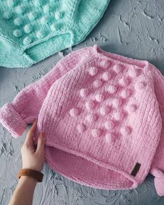 Sweater for baby knitting for kids childrenThe bubbles would be cute on a little cardiganIn a soft pink or aqua Baby Knitting Patterns, Knitting For Kids, Knitting Designs, Free Knitting, Knitting Projects, Knitted Baby Clothes, Knitted Hats, Pull Bebe, Baby Vest