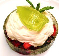Le dessert estival tout en fraicheur: Opaline Mentholée de Fraises Cléry, Crème Mousseuse au Mascarpone et son Aspic de Menthe