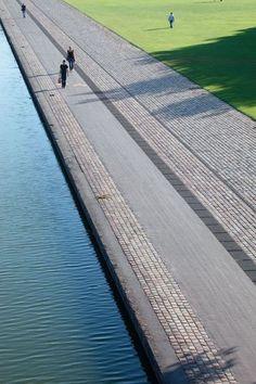 Bike path - Paris, Canal de l'Ourcq (La Villette)