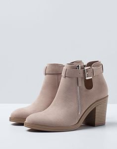 33 Grey Shoes That Will Make You Look Great - Women Shoes Trends Ankle Boots, Heeled Boots, Bootie Boots, Pretty Shoes, Beautiful Shoes, Mocassins, Cute Boots, Dream Shoes, Shoe Collection