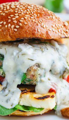 Spinach and Feta Chicken Burgers Burger Recipes, Sauce Recipes, Chicken Recipes, Cooking Recipes, Healthy Recipes, Burger Food, Cheese Burger, Freezer Cooking, Hamburgers