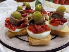 CANAPÉS DE PIMIENTOS CON ANCHOAS 👩‍🍳 RICOS APERITIVOS 👩‍🍳 Canapes, Tostadas, Finger Foods, Allrecipes, Panna Cotta, Bakery, Cheesecake, Food And Drink, Appetizers