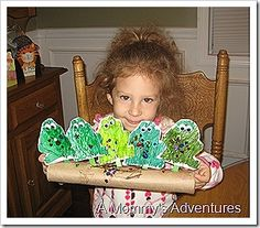 Elisa this 1 is for U ! 5 Green and Speckled Frogs craft - this would be a great visual to have when reading the book during large group. Preschool Classroom, Preschool Learning, Toddler Preschool, Kindergarten, Daycare Crafts, Preschool Crafts, Crafts For Kids, Frog Activities, 5 Speckled Frogs