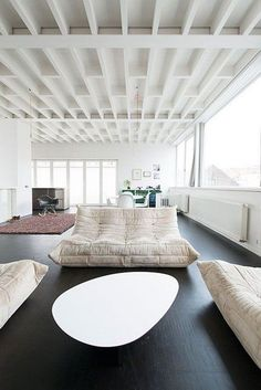 The lounge room is the place where friends & family gather to spend quality time in a home, so it's important for it to be well-designed. So check this superb living room ideas. Canapé Design, Deco Design, House Design, Living Area, Living Spaces, Living Room, Interior Design Minimalist, Home And Deco, Interior Design Inspiration