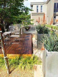 brise-vue terrasse bac à plantes avec un coin repas