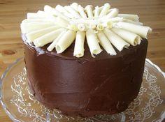 Vegan Double Chocolate Mousse Cake Chocolate Cake:  375g plain flour 300g caster sugar 1 tsp salt 2 tsp baking soda 60g unsweetened cocoa powder 3 tsp vanilla extract 160ml vegetable oil 2 Tbsp vinegar 480ml cold water