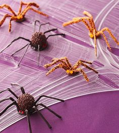 Easy Halloween Treats Kids Can Make from BHG. Truffle Tarantulas Spiders usually aren't on the guest list. But these tarantulas are made from sweet candies, so the scurrying spiders will have Halloween partygoers squealing with delight -- not fright. Halloween Party Activities, Halloween Treats For Kids, Halloween Goodies, Halloween Desserts, Cute Halloween, Holidays Halloween, Halloween Crafts, Halloween Ideas, Halloween Decorations