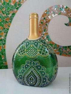 Bottle Painting Glass Bottles arşivleri – Diy How to Crafts Painted Glass Bottles, Glass Bottle Crafts, Wine Bottle Art, Diy Bottle, Decorated Bottles, Dot Art Painting, Mandala Dots, Altered Bottles, Bottle Painting