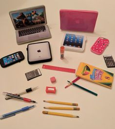 American girl/boy doll school supplies: my version for my grand daughter&ap American Girl Doll Sets, American Girl Crafts, American Girl Stuff, American Girl Dolls, American Version, Accessoires Barbie, Diy Accessoires, American Girl Accessories, School Accessories