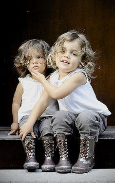 REGARDER COMME ELLE EST BELLE C'EST MA SOEUR Little Children, Precious Children, Beautiful Children, Beautiful Babies, Future Children, Cool Baby, Baby Kind, Little Sisters, Little Girls