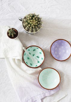 DIY Pattern Bowls - Sugar & Cloth | easy patterned dipping bowl tutorial | porcelain paint crafts | DIY gift idea