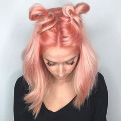 Beautiful Pastel Peach hair color and sassy style by @haiirbysam #hotonbeauty . . . #peachhair #salmonpinkhair #spacebuns #messybuns #hairpainting #pulpriothair #theroomverona
