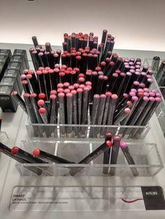 """A Kiko Milano é uma marca de maquiagem, tratamento de rosto e corpo italiana fundada em 1997, com o lema """"seja o que quiser"""" a marca investe em muitos produtos, texturas e cores e preço…"""