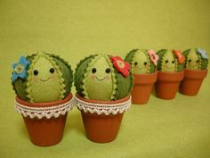 So cute! Cactus pincushion out of pinked edge felt and a small clay flower pot. Pins stuck in the pincushion look like the the prickly spines.