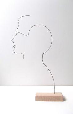 Profil en fil de fer sur socle en bois : Sculptures, gravures, statues par fildereve