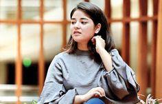 Zaira Wasim is an Indian teen actress. Zaira made her acting debut with the biographical sports drama movie Dangal in 2016 alongside Aamir Khan. Zaira Wasim, Social Media Break, Indian Teen, Teen Actresses, Short Break, Drama Movies, Bollywood News, Biography, Superstar