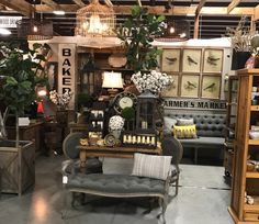 Bella noelle at painted tree marketplace a sherwood, arkansas antique booth Antique Booth Displays, Antique Mall Booth, Shop Interior Design, Interior Decorating, Flea Market Booth, Vintage Market, Vintage Shops, Boutique Design, Store Displays