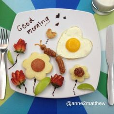 Mother creates works of art on children's breakfast plate Cute Snacks, Cute Food, Good Food, Breakfast Plate, Breakfast For Kids, Breakfast Dishes, Food Art For Kids, Food Decoration, Food Crafts