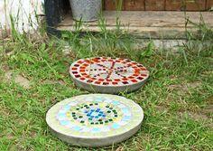 Värikkäät betonilaatat tuovat puutarhaan iloa ja ilmettä. Laatat sopivat hyvin lahjaideaksi tai mökkituliaiseksi. Katso Unelmien Talo&Kodin ohje ja kokeile itse.