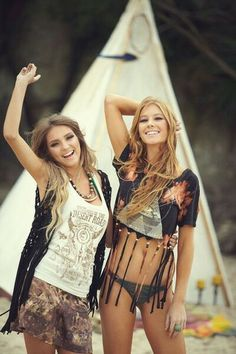Modern hippie festival style, boho chic tops for a gypsy look. FOLLOW http://www.pinterest.com/happygolicky/the-best-boho-chic-fashion-bohemian-jewelry-gypsy-/ for the BEST Bohemian fashion trends in clothing & jewelry.